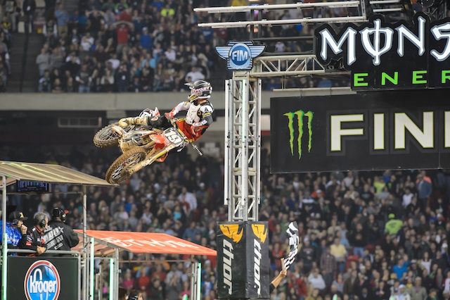 Hahn scores second win and the points lead St Louis