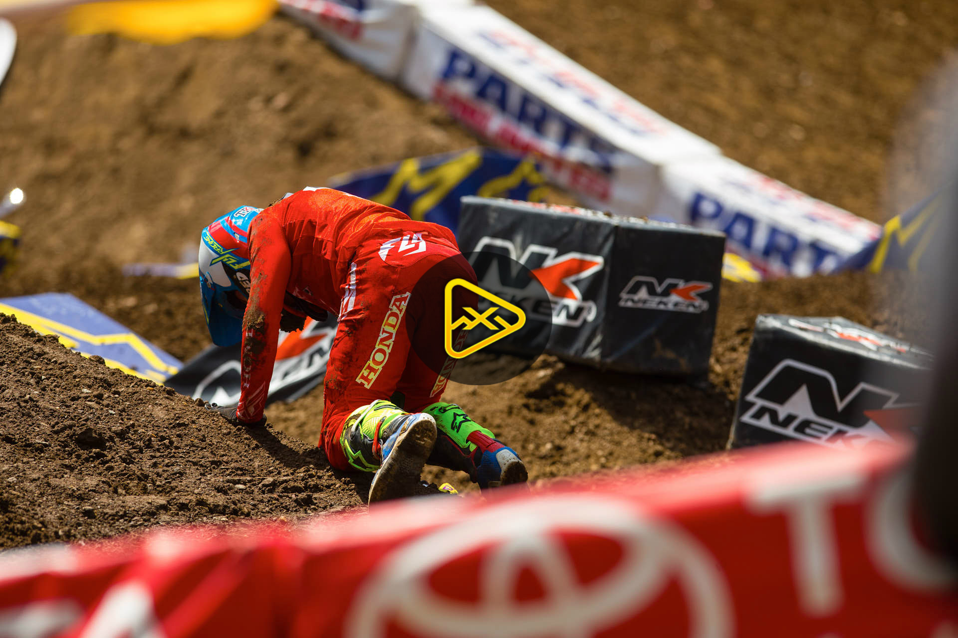 Scary Trey Canard Crash from 2016 East Rutherford Supercross
