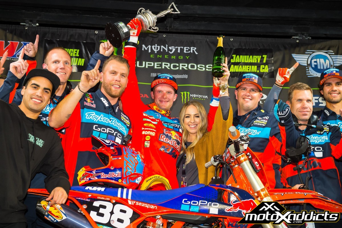 Shane celebrating his career first win with a very proud TLD team. Photo by: Simon Cudby