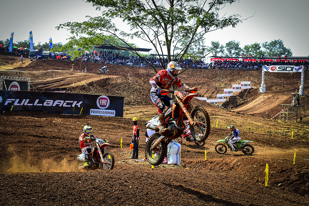 Herlings and Prado Win at MXGP of Asia