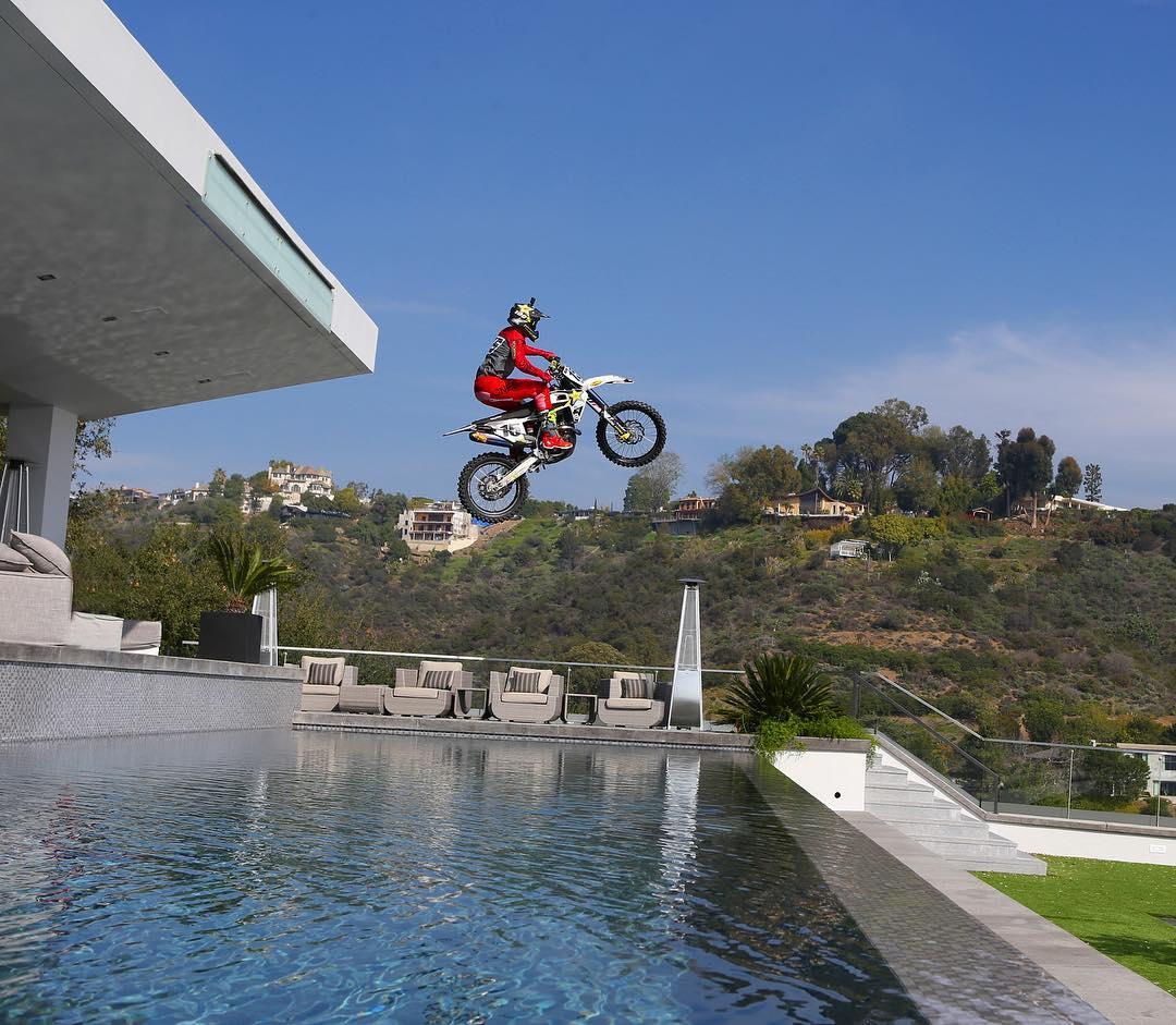 Behind the Scenes – Dean Wilson Jumps Dan Bilzerian's Pool